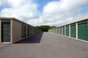 There are both pros and cons to renting a storage unit.