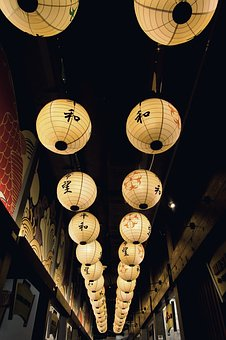 some of the best Japanese festivals use lanterns