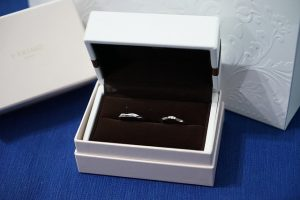 Rings in the jewelry box - Original boxes are best way to package and ship jewelry