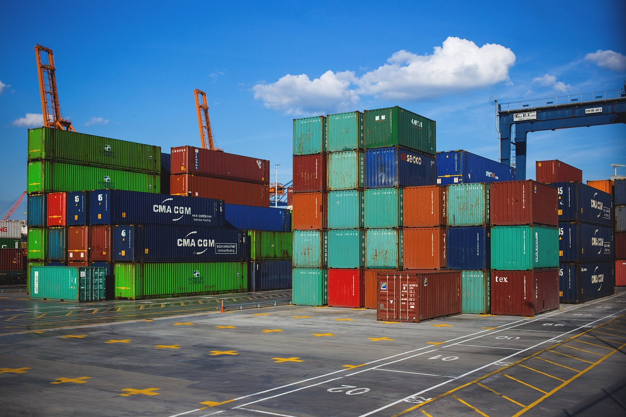 Cargo containers that can be shipped by our sea freight forwarders