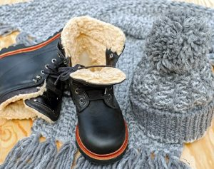 Winter shoes, scarf and hat