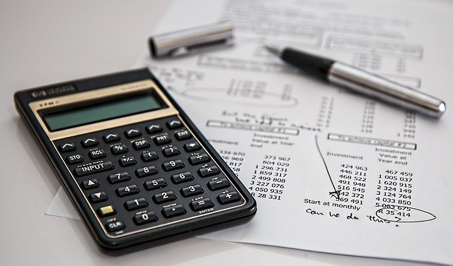 using calculator to find reasons to purchase moving insurance