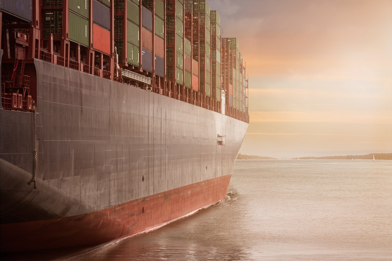 avoid common shipping and freight frauds by using reliable companies that use ships that transport cargo safely